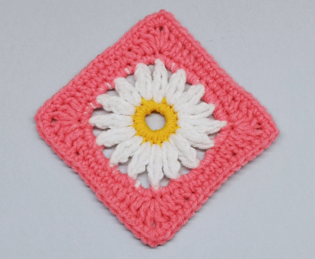 You are currently viewing Easy daisy granny square crochet pattern / Crochet Motif #14
