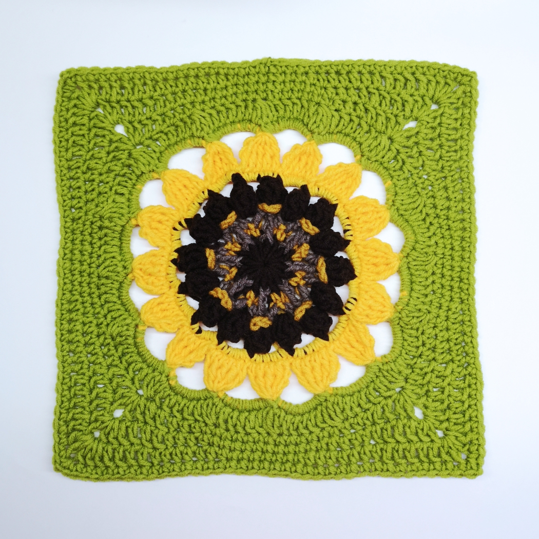 Read more about the article Crochet Sunflower Large Granny Square for Crochet Afghan