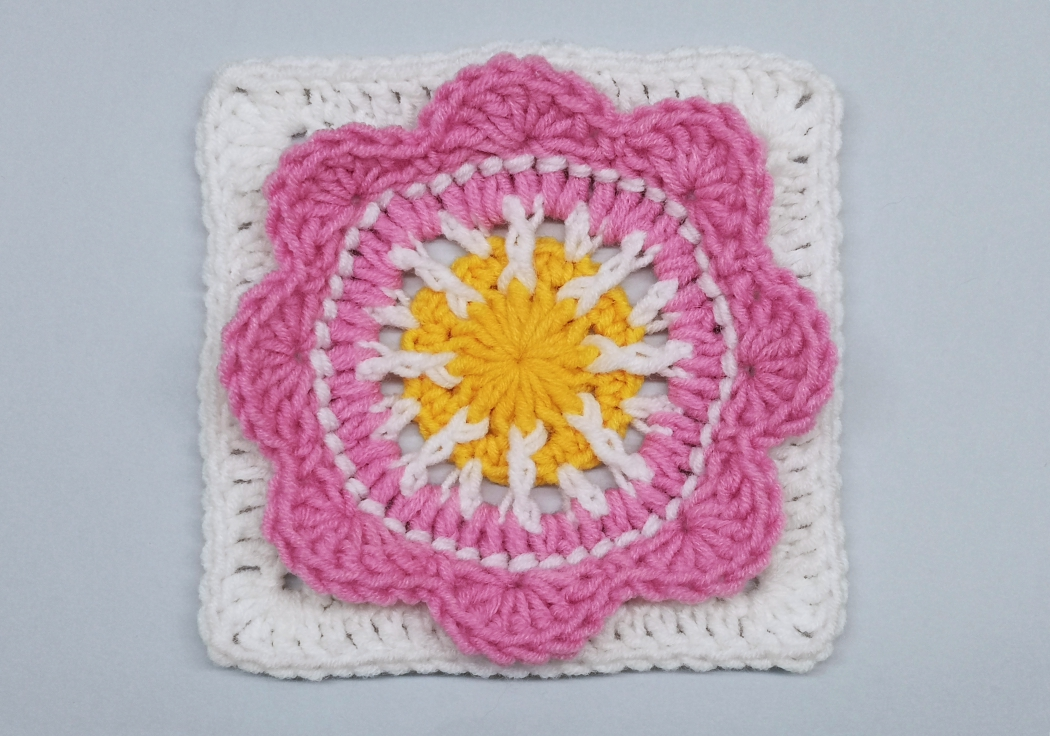 Read more about the article Floral granny square / Crochet Motif #17