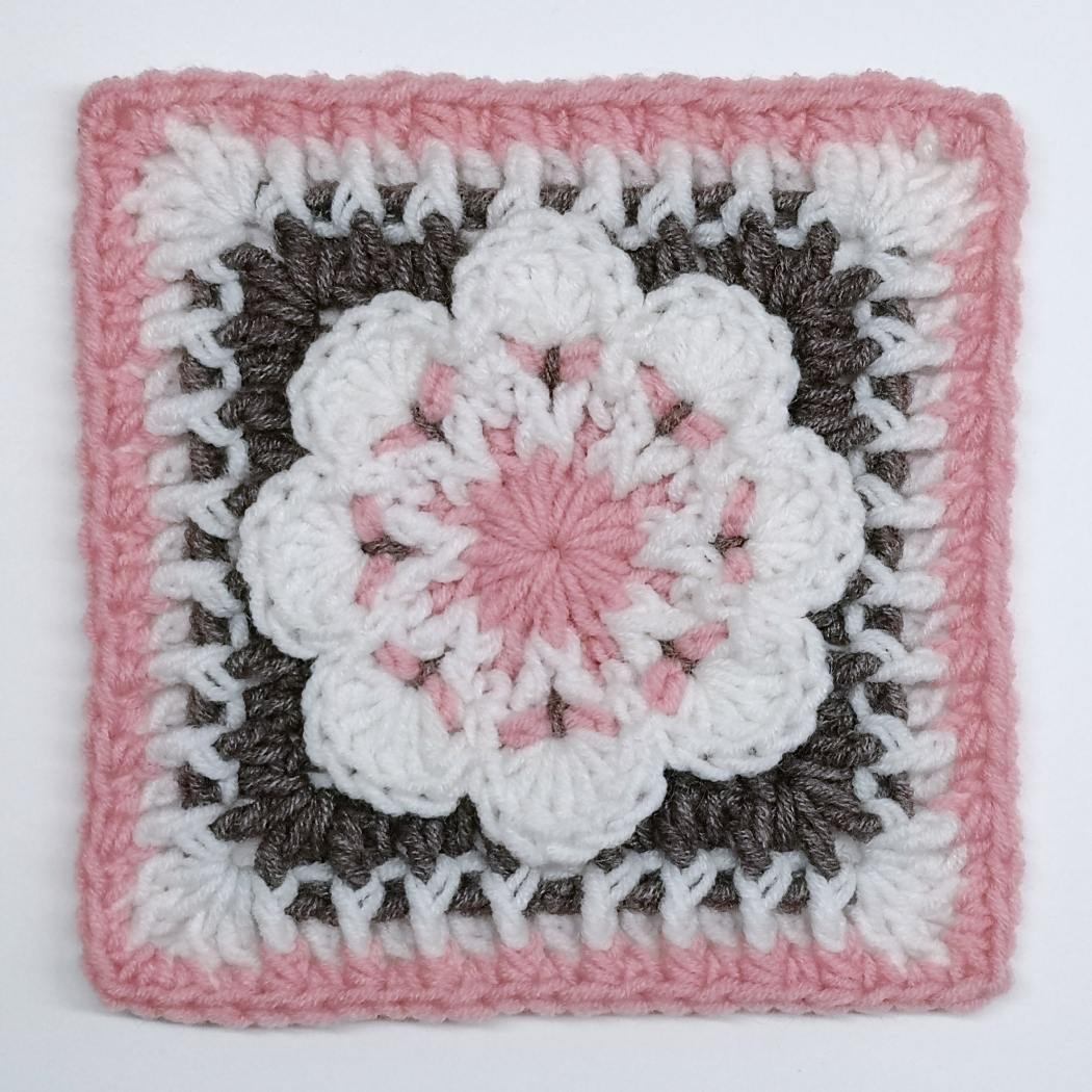 Read more about the article Crochet square with 3D flower / Crochet Motif #19