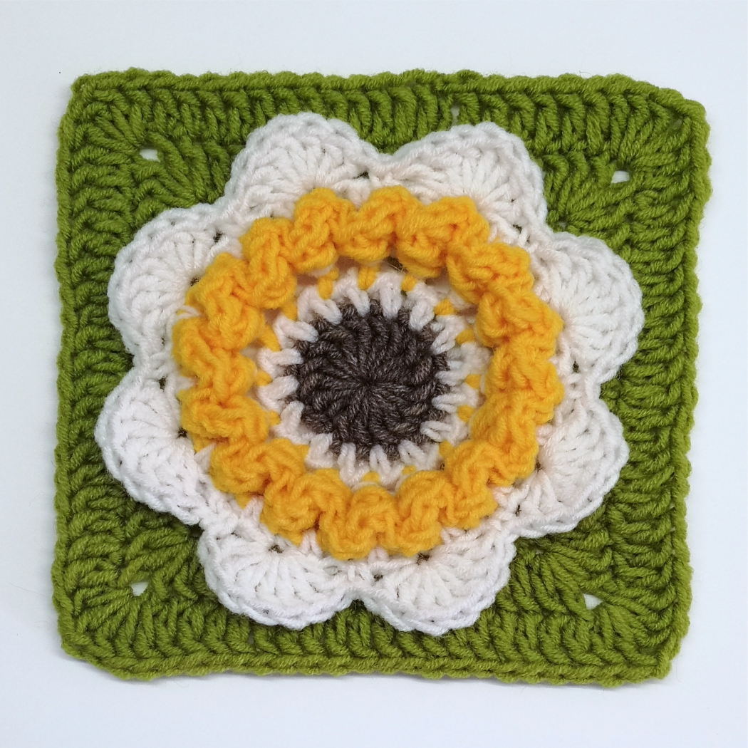 Read more about the article Floral granny square pattern / Crochet Motif #18