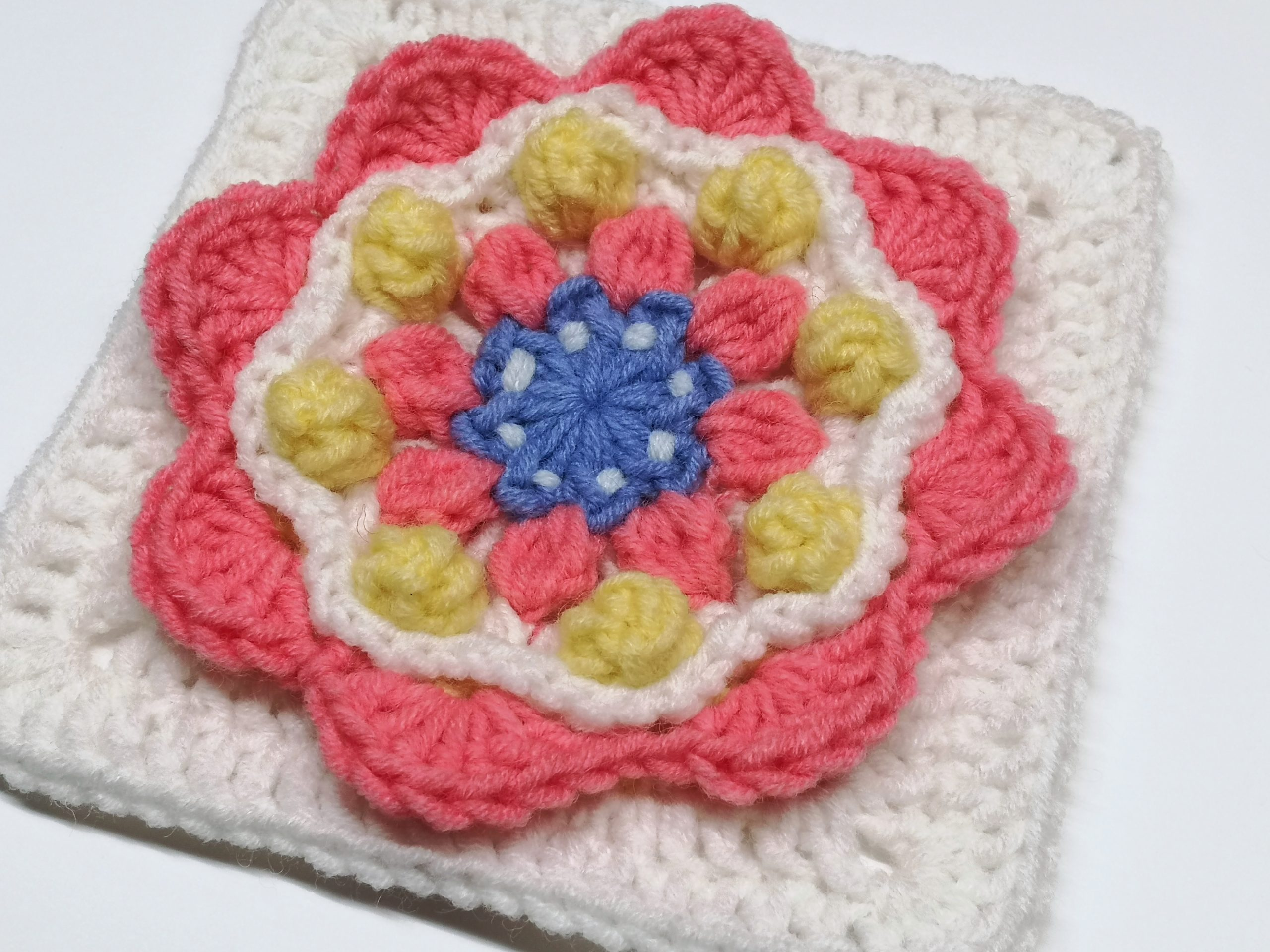 Read more about the article Floral Crochet Square Pattern