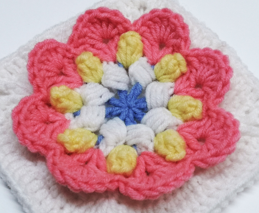 Read more about the article Crochet granny square pattern for flower themed baby girl blanket / Crochet motif #56