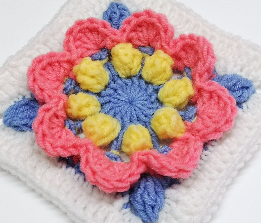 Read more about the article Crochet granny square for flower themed baby girl blanket