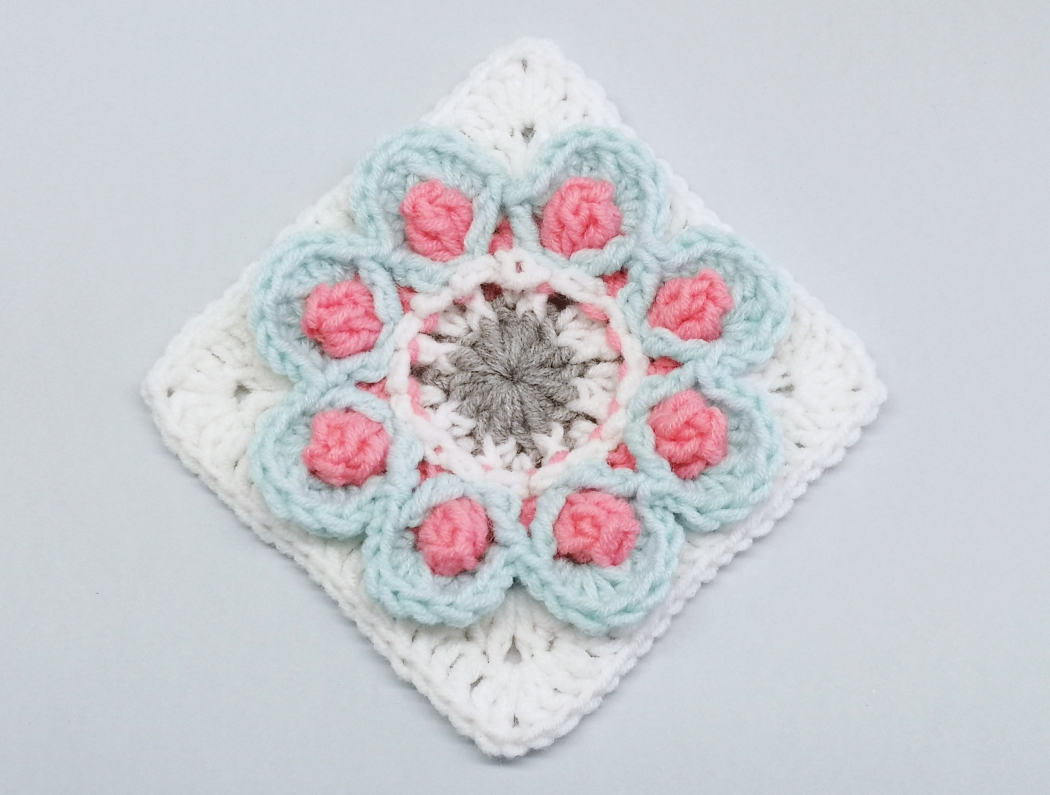 You are currently viewing Crochet granny square with 3D flower