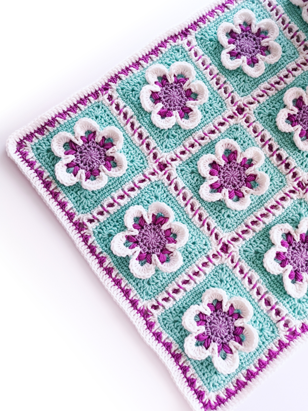 """Read more about the article Crochet baby girl blanket with 3D flowers """"Dancing Flowers"""""""