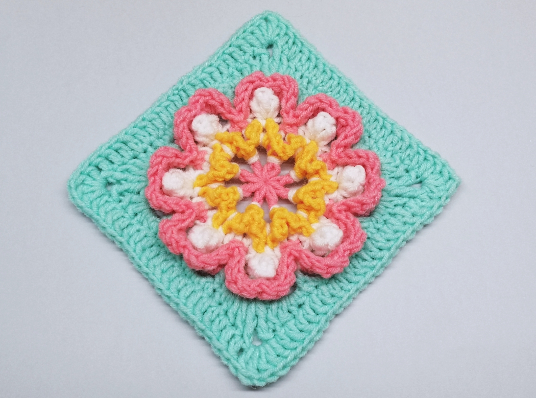 Read more about the article Crochet granny square with 3D flower pattern / Crochet Motif #80