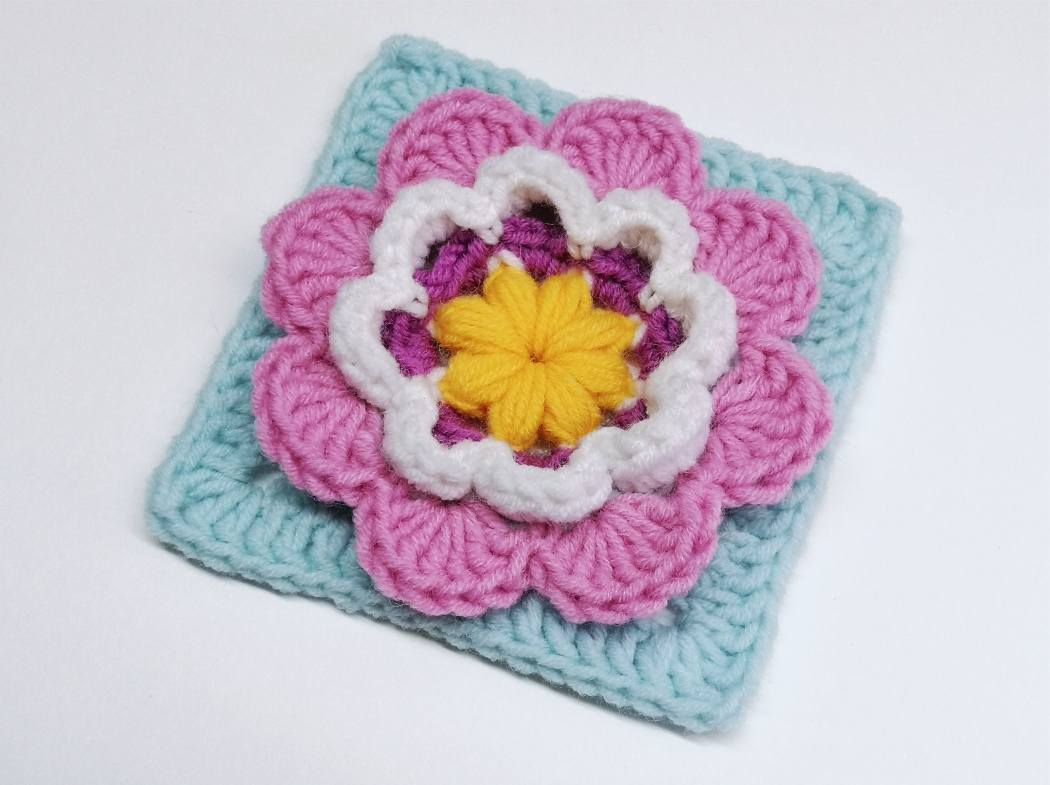Read more about the article Crochet granny square with 3D flower / Crochet Motif #89